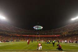 Kansas City Chiefs Eric Berry prays in the Chiefs endzone in Kansas City