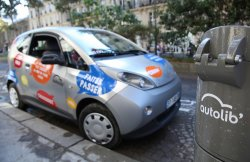 Self-service electric cars for hire in Paris