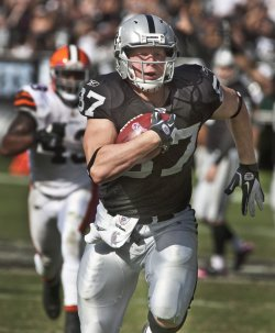 Raiders Kevin Boss scores TD against the Cleveland Browns in Oakland, California