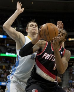 Nuggets Mozgove Guards Trailblazers Aldridge in Denver