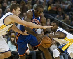 New York Knicks Amar'e Stoudemire runs into traffic in Oakland, California