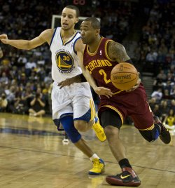 Cavaliers Mo Williams drives on Warriors Stephen Curry in Oakland, California