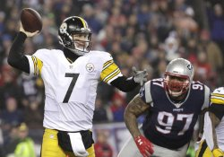 Pittsburgh Steelers Ben Roethlisberger throws a pass