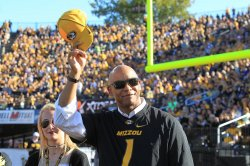 National Football Hall of Fame member Kellin Winslow honored at Missouri