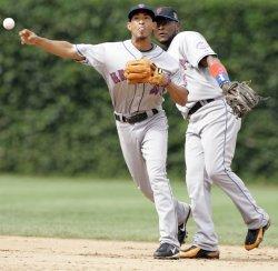Mets Shortstop Valdez Throws Out Cubs' Baker