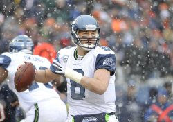 Seahawks Hasselbeck passes against Bears in Chicago