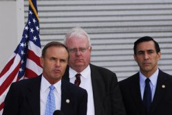 CONGRESSMAN HOLD NEWS CONFERENCE ON BORDER FENCE