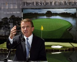 MAYOR BLOOMBERG AT REPLICA SAWGRASS HOLE IN NEW YORK