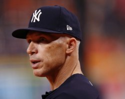 Yankees Girardi watches batting practice in the ALCS