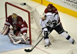 Kings Williams tries wrap around against Coyotes Smith in Arizona