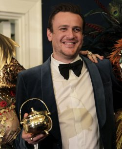 Actor Jason Segel shows off pudding pot at Harvard Hasty Pudding 2012 Man of the Year.