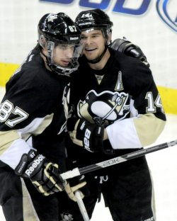 Penguins Chris Kunitz Scores Goal in Pittsburgh