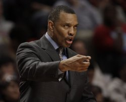 Suns Gentry coaches against Bulls in Chicago