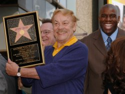 Lakers owner Jerry Buss , 80, dies in Los Angeles