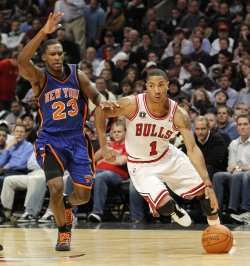 Bulls Rose drives on Knicks Douglas in Chicago