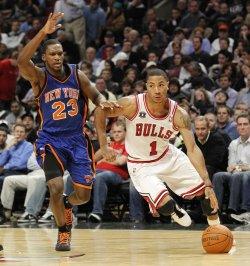 Bulls Rose drives on Knicks Douglas in Chicago