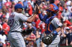 Mets' Jeurys Familia celebrates with Rene Rivera