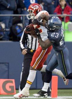 Kansas City Chiefs wide receiver Dwayne Bowe catches a 9-yard touchdown pass in Seattle.
