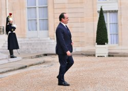 Hollande Awaits Arrival of Trudeaua for Security and Climate Talks in Paris
