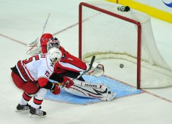 Carolina Hurricanes' Tuomo Ruutu scores the game winning goal in Washington