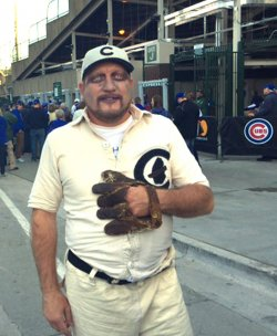 Cubs fan dresses up like 1908 pitcher before NLCS Game 6