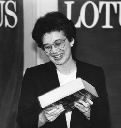 Corazon Aquino receives software from Lotus Development Corporation
