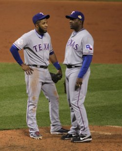 Rangers Elvis Andrus talks to Texas Rangers pitcher Darren Oliver during game 6 of the World Series in St. Louis