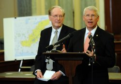 Sens. Rockefeller, Wicker discuss Microsoft software gifts for Appalachian states in Washington