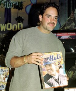 N.Y.Mets Mike Piazza speed eats cereal to promo his charity work