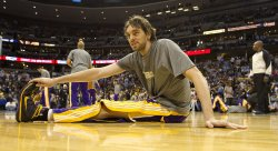 Lakers Gasol Warms Up in Denver