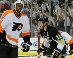 Penguins Staal Scores Against Flyers in Pittsburgh