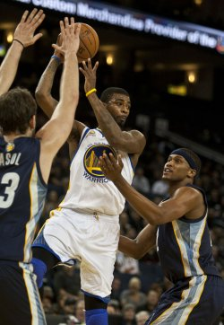 Golden State Warriors vs Memphis Grizzles in Oakland, California