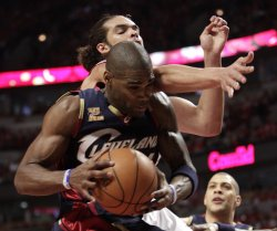 Cavaliers Jamison gets rebound from Bulls Noah in Chicago