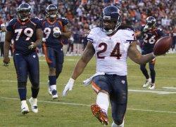 Bears Barber Scores on 9-Yard Run Against the Broncos in Denver