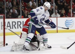 Canucks Burrows screens Blackhawks goalie Niemi in Chicago