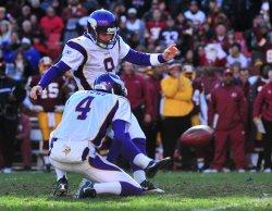Vikings' kicker Ryan Longwell kicks a field goal in Maryland