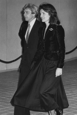 Stephen Smith escorts Jacqueline Kennedy Onassis into the completed John F. Kennedy Memorial Library