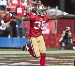 49ers Dashon Goldson intercepts a Browns pass in San Francisco