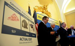 Schumer, Dodd call for credit card reform in Washington
