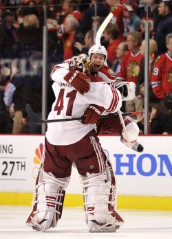 Coyotes Smith and Whitney celebrate win over Blackhawks in Chicago
