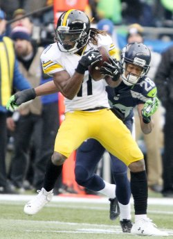 Steelers Markus Wheaton catches a pass against Seahawks