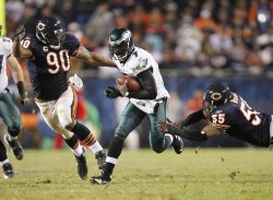 Eagles Vick scrambles against Bears in Chicago