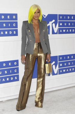 Cassie arrives at the 2016 MTV Video Music Awards