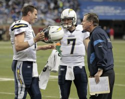 Chargers Philip Rivers and Billy Volek confer with coach Norv Turner in Detroit