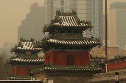 Hazardous pollution hangs over Beijing