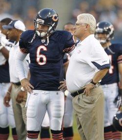 Bears coach Martz and Cutler talk against Raiders in Chicago