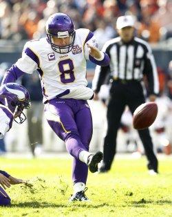 Vikings Longwell kicks against Bears in Chicago