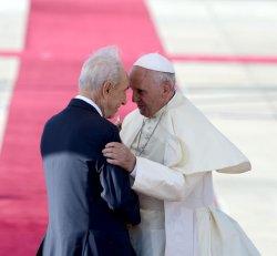 File Photo of Israeli President Shimon Peres Greeting Pope Francis