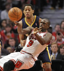 Bulls Deng passes ball as PAcers Granger defends in Chicago