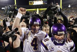 Vikings Favre and Longwell leave the field after beating the Packers